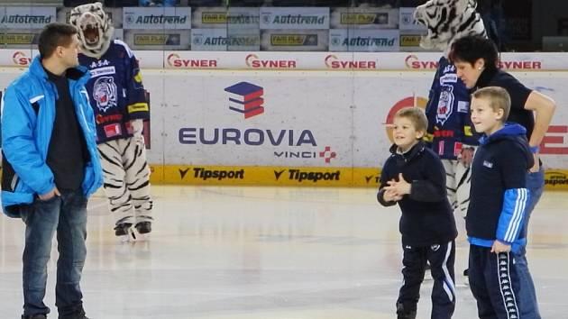 Výherci soutěže Libereckého deníku porazili ve skládání puzzle fanoušky Bílých Tygrů.