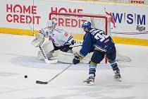 Utkání 46. kola WSM ligy ledního hokeje se odehrálo 3. února v liberecké Home Credit areně. Utkaly se celky HC Benátky nad Jizerou a Rytíři Kladno. Na snímku zleva Matěj Žajdlík a Jakub Strnad.