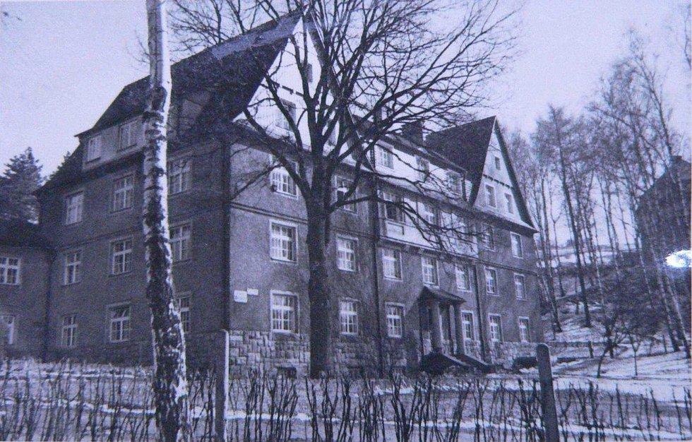 Foto dívčí ubytovny čp. 498/IV ze soupisu domů fy J. Liebiega & Comp. z roku 1940 od arch. A. Corazza, s. 676
