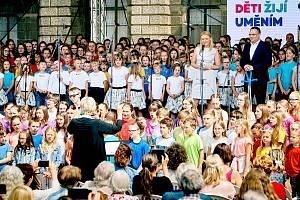 V rámci ZUŠ open si s Magdalenou Koženou zazpívalo 444 dětí.