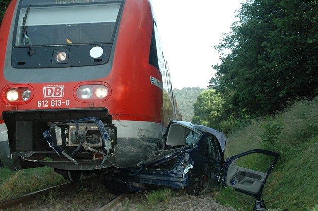 Srážka osobního automobilu s vlakem v Andělské Hoře u Chrastavy.
