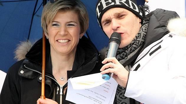 Moderátor Leoš Mareš a Kateřina Neumanová při MS 2009 v Liberci.