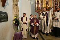 ZÁDUŠNÍ MŠE  za kněze a  pedagoga, bývalého děkana TUL  Miloše Rabana se konala v sobotu 7. ledna 2012. Přesně rok poté, co kněz a  vysokoškolský pedagog zemřel.