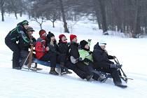 V sobotu přilákaly závody do libereckých Mínkovic zhruba padesát dětí i dospělých. Zatímco ti nejmenší sjížděli kopec nejčastěji na bobech, u odrostlejších závodníků vítězila recese.