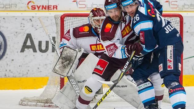 První zápas předkola play off extraligy Bílí Tygři Liberec - HC Sparta Praha.
