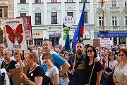 Demonstrace proti premiérovi Andreji Babišovi na náměstí před libereckou radnicí.