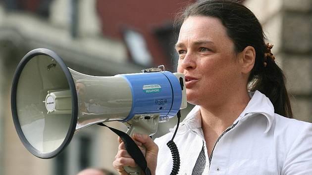 Někdejší povolební náměstkyně primátora Zuzana Kocumová na jedné z jarních demonstrací na náměstí.