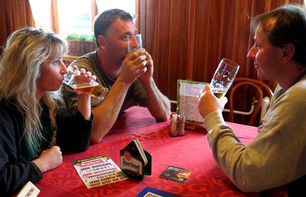 OKTOBERFEST 2012. Pivaři ochutnali dvanáct druhů piv.