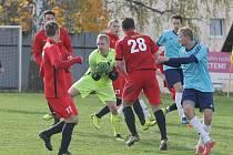 Momentka ze zápasu I. A třídy Ruprechtice  - Rynoltice (v červeném).