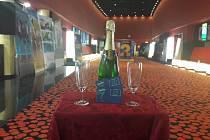 Čestná poukázka CineStar Liberec a šampaňské.