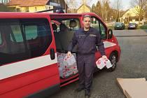 Hasičský záchranný sbor Libereckého kraje se zapojil do rozvážení dezinfekce. Cílové stanice představovaly domovy s pečovatelskou službou a domovy se sociálními službami.