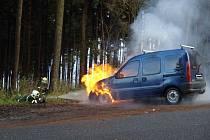 Auto jezdící na stlačený zemní plyn shořelo.