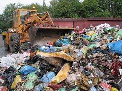 PLASTY, PLASTY A ZASE PLASTY. I když jsou na ně po městě speciální kontejnery a lidé mohou využít i motivační pytlový sběr na plasty, většina ho končí v běžném komunálním odpadu.