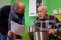 Pan Miroslav Palm si ochotně zahrál napáleného zákazníka.