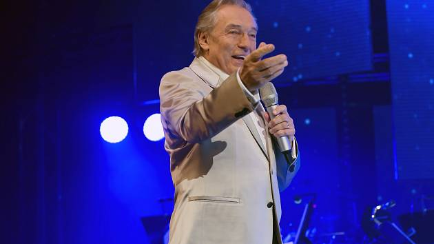 Karel Gott na koncertu v liberecké Aréně v listopadu 2014