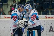 Utkání 16. kola Tipsport extraligy ledního hokeje se odehrálo 2. listopadu v liberecké Home Credit areně. Utkaly se celky Bílí Tygři Liberec a Piráti Chomutov. Na snímku zleva Martin Ševc a Roman Will.
