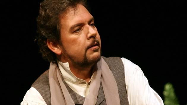 TENORISTA TOMÁŠ ČERNÝ je v zahraničí považován za specialistu na český, zejména Dvořákův, koncertní repertoár.