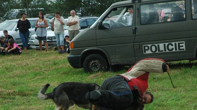 Ukázka cizinecké policie.