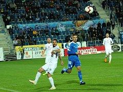 Fotbalisté Slovácka (v bílých dresech) se v 15. kole Fortuna:Ligy utkali s Libercem.