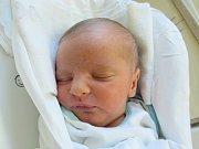 ANTONÍN ZMRZLÝ Narodil se 2. října v liberecké porodnici mamince Kateřině Kozlíkové z Haratic. Vážil 2,88 kg a měřil 50 cm.