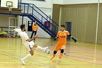 Futsalisté Liberce (v bílém) inkasovali v Budějovicích pět branek.