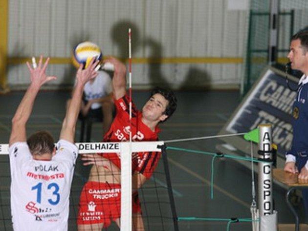 PRVNÍ KROK NEVYŠEL. Liberečtí volejbalisté prohráli úvodní zápas na hřišti Lenniku 0:3.