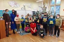 Na ZŠ Benešov u Semil došlo před vánočními svátky kvyhodnocení čtenářské aktivity Čteme s rodiči.
