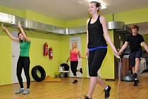 ŠVIHADLA. Cvičení je vhodné pro kohokoliv, začínat se může pomaleji a intenzita se může postupně zvyšovat podle toho, jak na tom člověk fyzicky je.