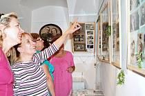 Ojedinělou výstavu svatebních fotografií z 19. a 20. století si můžou v těchto dnech prohlédnout lidé v městské galerii v Chrastavě.