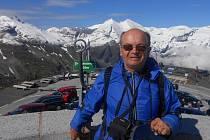 ZÁŽITKY JSOU NADE VŠE. Vítězslav Lorenovicz byl už leckde a jeho koníček ho stojí většinu peněz. Nesmutní ale, podle něj je lepší život prožít. Fotografie z z pohoří Vysoké Taury.