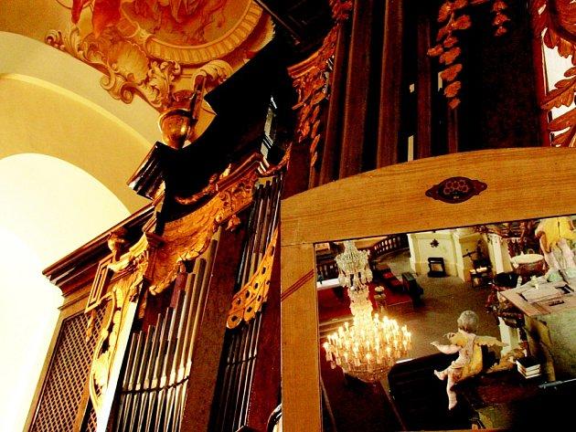 VARHANY. Nástroj postavil v roce 1929 Rieger jako svůj Opus 2379. Nyní láká do Hejnic nejednoho milovníka varhanní hudby či varhanního mistra.