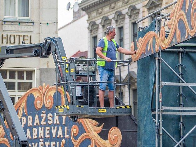 Náměstí Dr. E. Beneše v Liberci se proměnilo v pražský karneval světel. Filmaři zde 13. září pokračují s přípravami na natáčení filmu s pracovním názvem Bosco. Mělo by se však jednat o pokračování filmu Spider-Man.