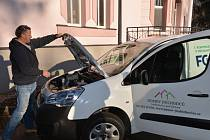 NÁPAD na pořízení elektromobilu vzešel přímo od ředitele Domova důchodců a bývalého starosty Petra Pávka.