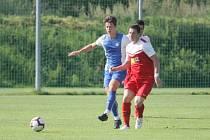VÍTĚZSTVÍ. Dorostenci Slovanu Liberec (modrobílé dresy) porazili v přípravném utkání Hrádek 5:1.