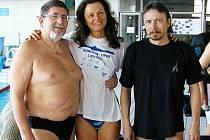 """Trojice plavců """"veteránů"""", která startovala za Liberec na 20. ročníku brněnského pětiboje. Zleva: Pešek, Stluková a Kunt."""