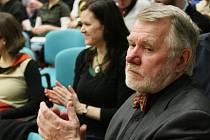 Festival dokumentárních filmů na téma lidských práv zahájil v Krajské vědecké knihovně v Liberci zakladatel nadace Člověk v tísni, publicista a senátor Jaromír Štětina.