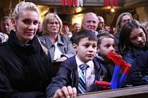 Osmiletý chlapec prodělal dětskou obrnu.