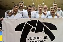 JUDOCLUB LIBEREC. Zleva vpředu: Petřikov, Vaníček, Kytýr, Pulkrábek. Za nimi zleva: Švec, Jestřebský, Randl, Žilka.