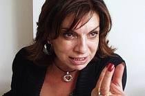 Kateřina Kaltsogianni se za svou knihu zpovídá před soudem.