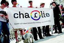 PRAGUE PRIDE neboli pochod hrdosti se koná v Praze od roku 2011. Letos se ho zúčastnilo na 20 tisíc lidí. Zástupce měli v průvodu i křesťané, byl jím profesor Martin C. Putna.