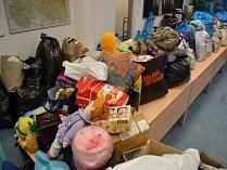 Zaměstnanci krajského úřadu opět pomohli svou sbírkou šatstva chudým.