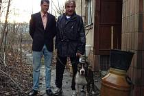Hasič Jirka Dušek splnil slib, nadělil bezdomovci telefon.