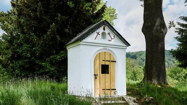 Opravenou kapličku v Proseči nominují památkáři na prestižní cenu (na snímku po opravě).