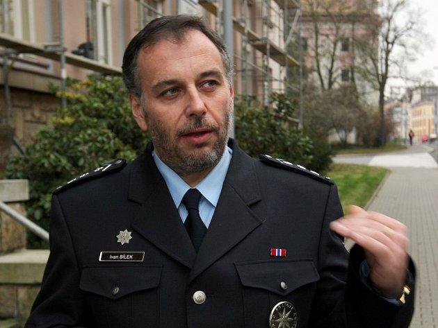 SITUACI PROVĚŘÍ. Náměstek policejního prezidenta Ivan Bílek slíbil, že o požadavcích hejtmanů o posílení policie  bude jednat a situaci kolem tabulkových míst cizinecké policie prověří.