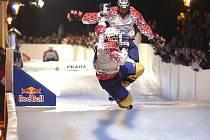Red Bull Crashed Ice v roce 2005 v Praze.