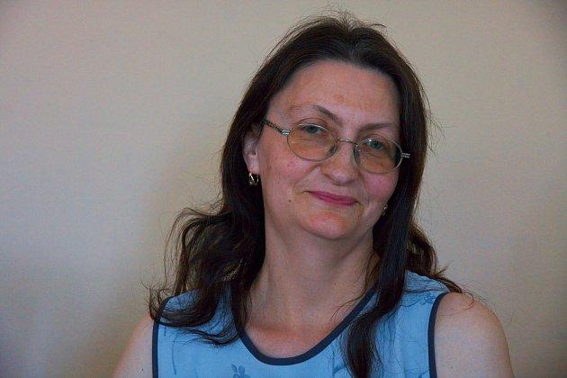 Šéfredaktorka, provozovatelka a majitelka webu Alena Badinová.