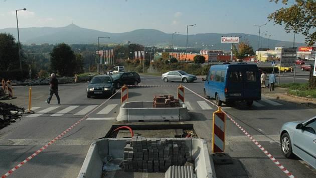 Křižovatka na Letné ulici - foto z doby, kdy procházela rekonstrukcí.