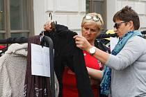 Charitativní bazar oblečení, doplňků, kosmetiky a spoustu dalšího, které darovaly známé osobnosti, se  ve čtvrtek 12. září uskutečnil v Liberci.