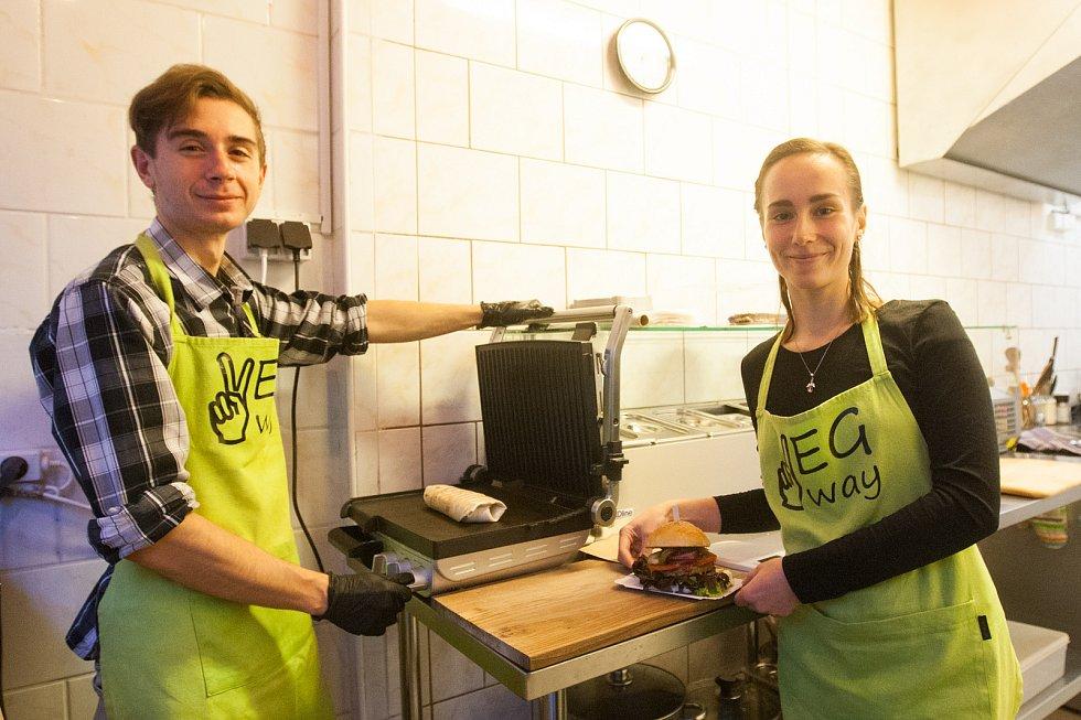 Vegway - pár, který si otevřel v Liberci okénko s vegetariánským a veganským stravováním.