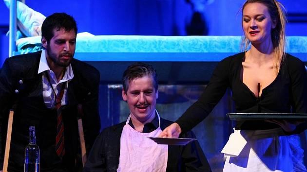 GOGOLŮV REVIZOR se na prkna Šaldova divadla vrací po sedmadvaceti letech.